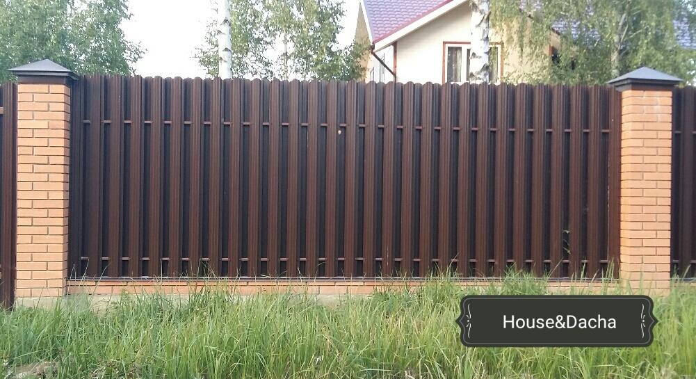 Заборы из металлического штакетника  купить забор